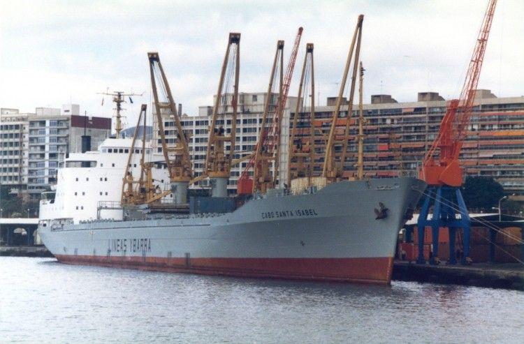 """El buque """"Cabo Santa Isabel"""", en una de sus escalas en el puerto de Santa Cruz de Tenerife"""