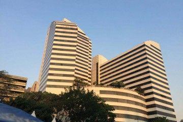 La volumetría del hotel Caracas Palace destaca en el entorno