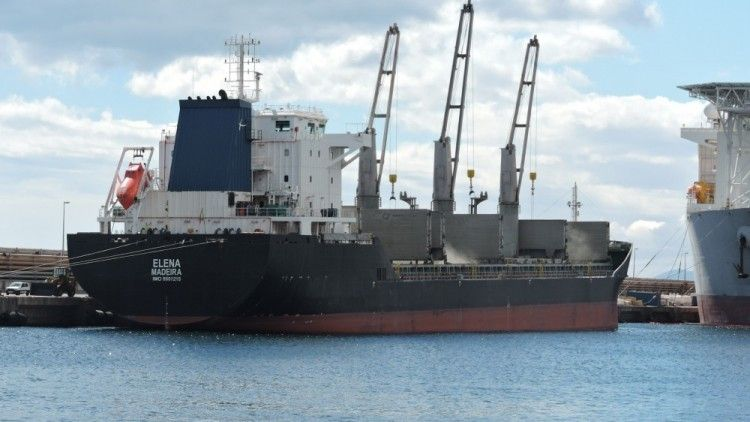 """El buque """"Elena"""", de la flota de Ershiop, en su primera escala en el puerto de Santa Cruz de Tenerife"""