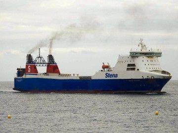 """El buque """"Stena Carrier"""", ayer, a su llegada al puerto de Santa Cruz de Tenerife"""