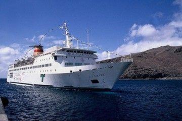 """El buque """"J.J. Sister"""", a su llegada al puerto de San Sebastián de La Gomera"""