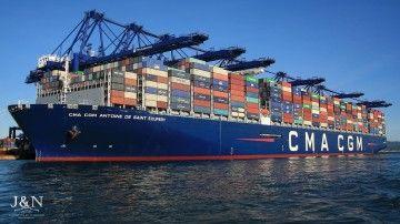 """El buque """"CMA CGM Antoine de Saint-Exupéry"""" , visto por la amura de babor"""