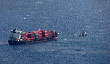 """El buque """"Beatriz B"""", remolcador por el """"Boluda don Blas"""", en aguas de La Palma"""