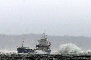 """El buque """"Betanzos"""" sigue varado en los bancos de arena de Bugio"""
