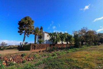 Perspectiva de la iglesia de San Mauro abad, patrimonio religioso de La Palma