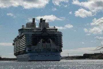 "El buque ""Symphony of the Seas"", a su llegada a Palma"