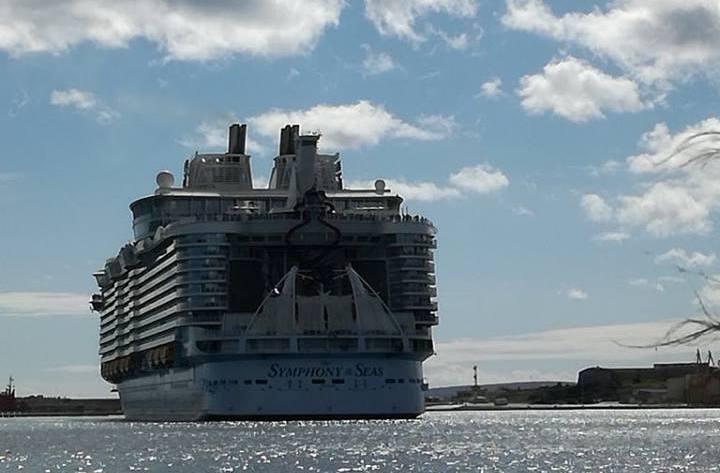 "El buque ""Symphony of the Seas"", a su llegada a Palma"