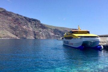 """El catamarán """"Benchi Express"""", atracado en el puerto de Valle Gran Rey"""