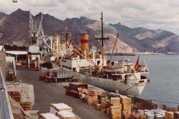 """El buque """"Ciudad de Alcira"""", atracado en el puerto de Santa Cruz de Tenerife"""