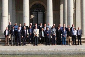 Foto de familia de la reunión de capitanes marítimos
