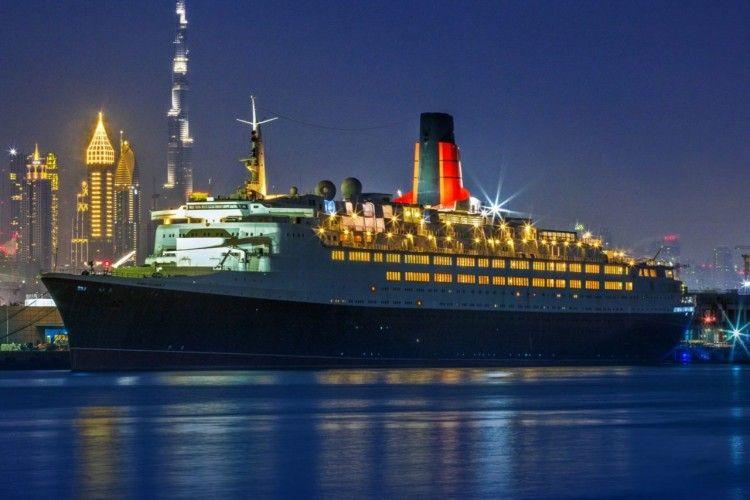 """El buque """"Queen Elizabeth 2"""" se encuentra atracado desde hace diez años en Dubai"""