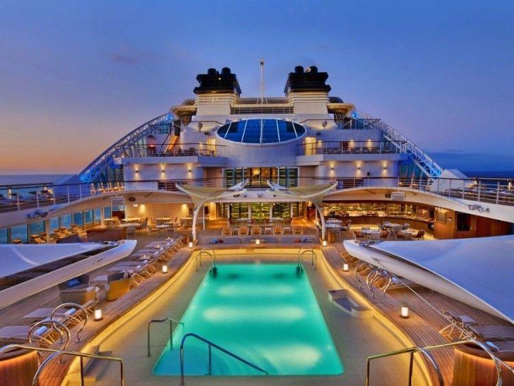 "Cubierta piscina del buque ""Seabourn Ovation"""