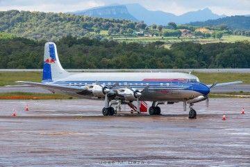 El avión Douglas DC8-B patrocinado por Red Bull luce un aspecto impecable