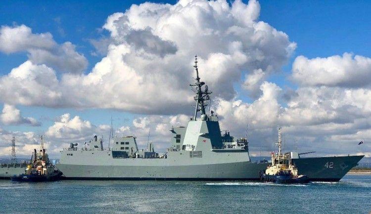 """Maniobra de puesta a flote del destructor AWD """"Sydney"""""""
