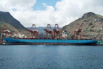 """El buque """"MSC Karlskrona"""", en toda su eslora visto por la banda de babor"""