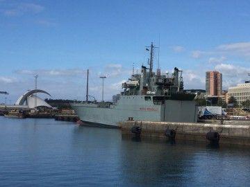 """El buque """"Martín Posadillo"""", atracado hoy en el puerto de Santa Cruz de Tenerife"""