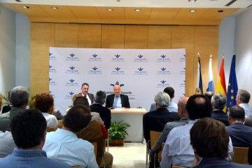 Luis Santana fue presentado esta mañana a la comunidad portuaria de Tenerife