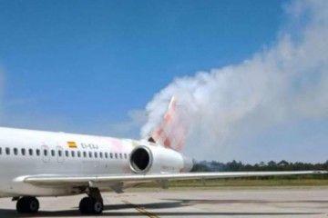 El humo sale por la parte trasera del B-717 de Volotea
