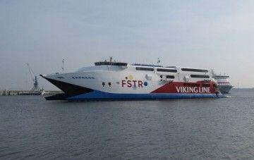 """El catamarán """"Express"""" cruzó el canal de Kiel y navega rumbo a Santander"""