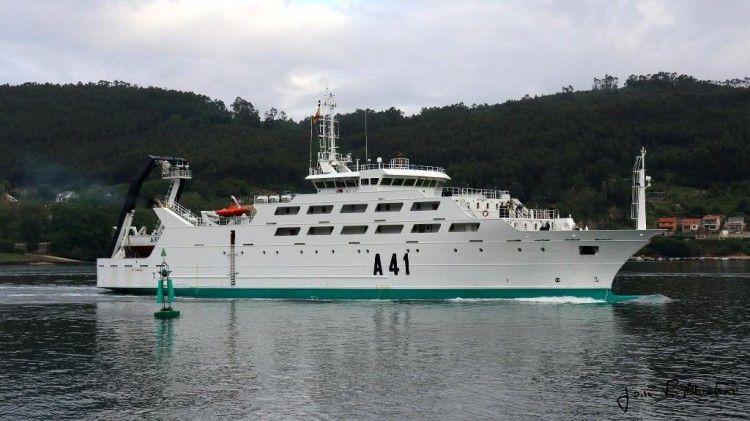 """El buque """"Intermares"""" (A-41), a su llegada a Ferrol"""