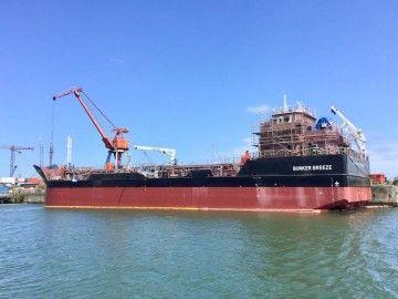 """El buque """"Bunker Breeze"""" se encuentra en fase de armamento a flote"""