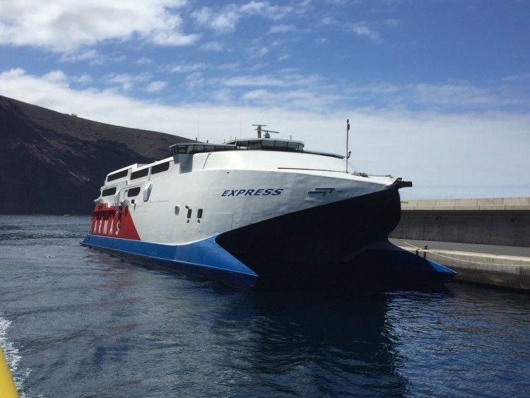 """El catamarán """"Express"""" ha vuelto a suspender el servicio desde Valle Gran Rey"""