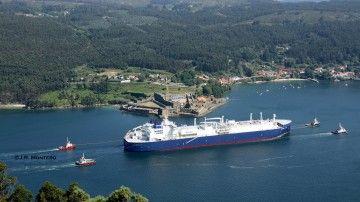 """El buque metanero rompehielos """"Fedor Litke"""", a su llegada a la ría de Ferrol"""