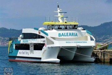 """El catamarán """"Eco Aire"""", en el puerto de Vigo"""