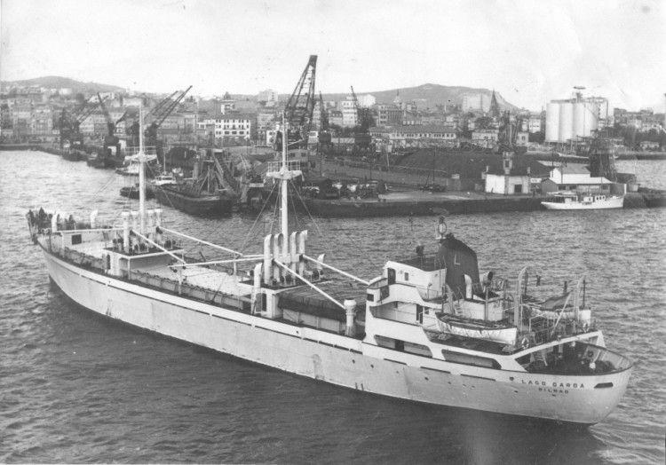 """El buque """"Lago Garda"""", en su primera época con puntales y contraseña de Naviera Lagos"""