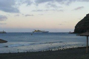 """Casi a las 21 horas de ayer, el """"Benchijigua Express"""" estaba de nuevo en La Gomera"""
