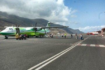 Binter estrena en El Hierro sus primeros equipos ecológicos de handling