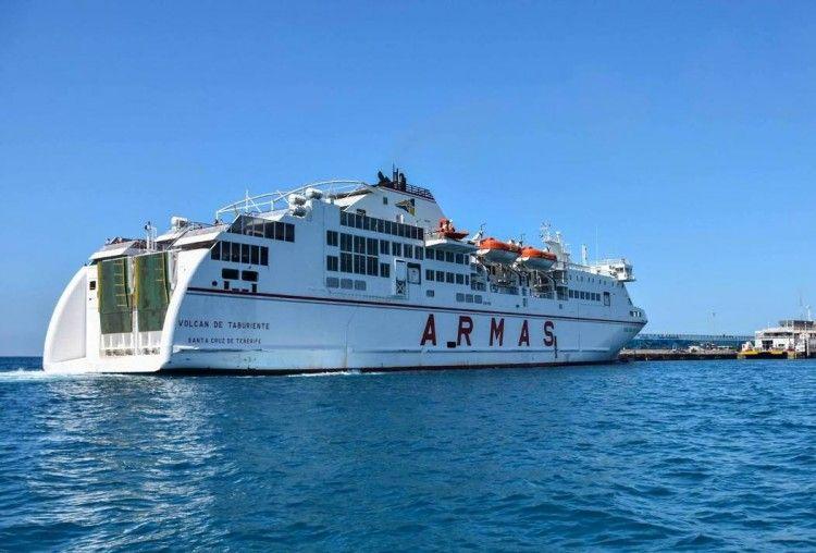 """El ferry """"Volcán de Taburiente"""" es el causante de los ruidos nocturnos"""