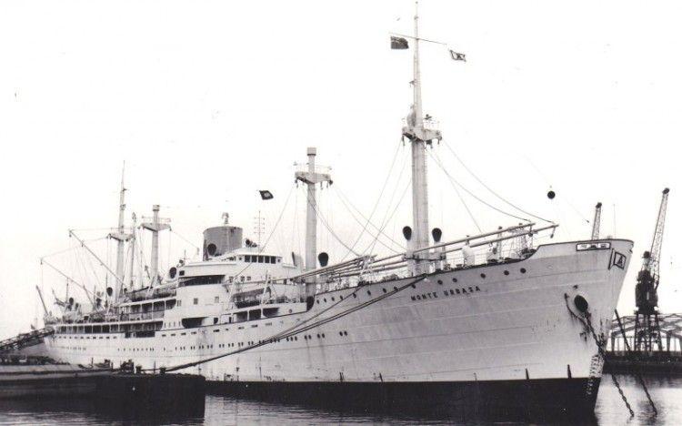 """El buque """"Monte Urbasa"""", atracado en el puerto de Hull"""
