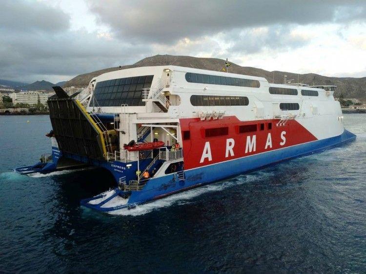 """El catamarán sueco """"Express"""" es un buen barco, pero no cumple como se esperaba"""