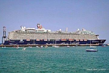 """El buque """"Mein Schiff 6"""", en Puerto del Rosario, es una de las novedades de Tui Cruises"""