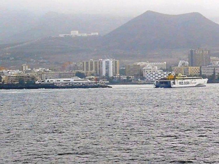 """El buque """"Benchijigua Express"""" llega esta mañana a Los  Cristianos"""