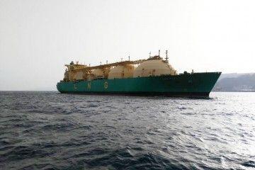 """El buque metanero """"·LNG Sokoto"""", fondeado en Santa Cruz de Tenerife"""