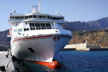 """El ferry """"Volcán de Taburiente"""" está de nuevo en Tazacorte"""