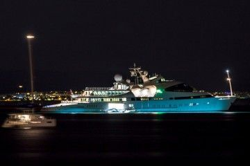 """Este es el aspecto que luce el megayate """"Yas"""", fondeado en el puerto de Palma de Mallorca"""