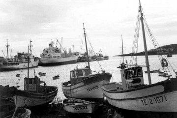 """Imagen del motopesquero """"Fausto"""" durante su reconstrucción en el puerto de Santa Cruz de La Palma"""