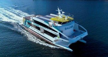 """El catamarán """"Eco Aqua"""", construidos en Astilleros Gondán, en pruebas de mar"""