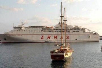 """El ferry """"Volcán de Tijarafe"""", a su llegada esta mañana a Funchal"""
