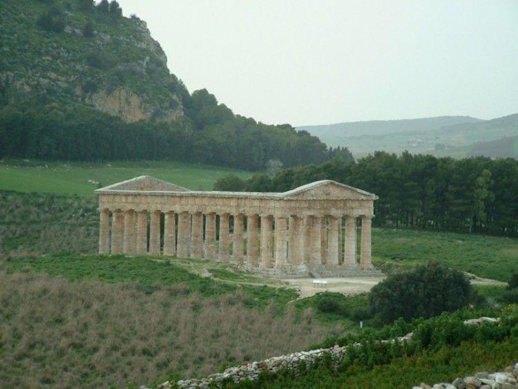 Panorámica del templo dórico inacabado de Segesta