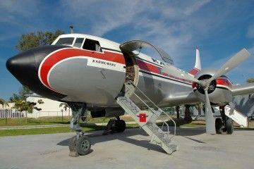 Convair CV-440 Metropolitan de Karhumäki Airways (Kar Air) estacionado en el Museo Aeronáutico de Málaga