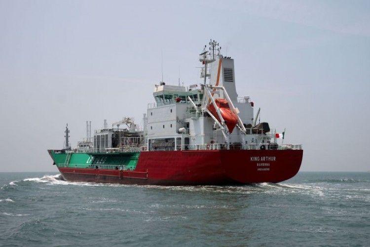 """Este es el buque gasero italiano """"King Arthur"""", involucrado en la colisión en el Estrecho"""