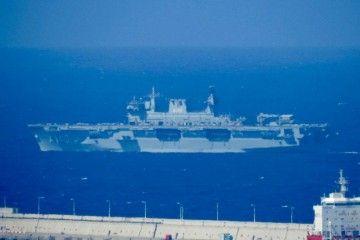 """El buque PHM """"Atlántico"""", ex HMS """"Ocean"""", fondeado en Las Palmas"""