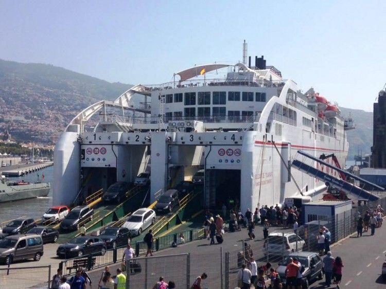 """Cada semana, el buque """"Volcán de Tijarafe"""" realiza dos escalas en Funchal"""