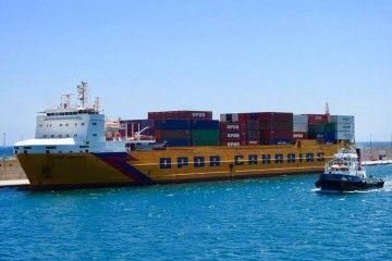 """El buque """"OPDR Canarias"""", durante su atraque forzoso en el puerto de Santa Cruz de Tenerife"""