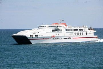 """El catamarán """"Alcántara Dos"""" refuerza la línea Almería-Melilla"""