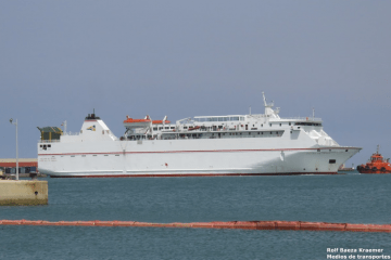 """El buque """"Volcán de Tauce"""", en el puerto de Melilla"""